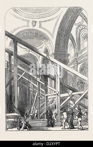 PREPARATIONS FOR THE FUNERAL OF THE DUKE OF WELLINGTON, IN ST. PAUL'S CATHEDRAL: VIEW IN THE SOUTH AISLE, 1852 - Stock Photo