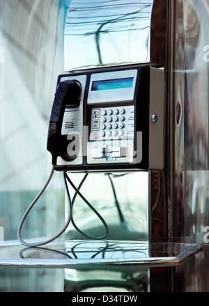 The public phone in Dubai International Airport - Stockfoto