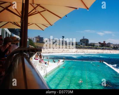 The outdoor sea Bondi baths swimming pool at Icebergs restaurant at Bondi beach Sydney NSW Australia Oz - Stockfoto