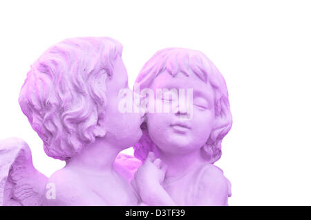 Purple sculpture of angel boy and girl - Stockfoto