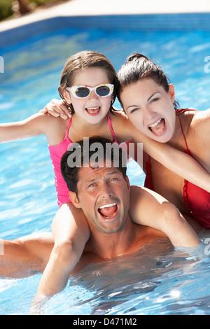 Family Having Fun In Swimming Pool - Stockfoto