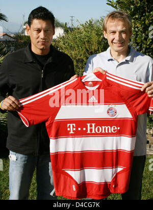 The handout relased by Bundesliga club FC Bayern Munich dated 29 January 2008 shows incoming head coach of Bundesliga - Stock Photo