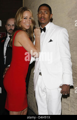 Singer Mariah Carey and her husband Nick Cannon (2-R) leave the 2008 World Music Awards at the Sporting Club, Monte - Stock Photo
