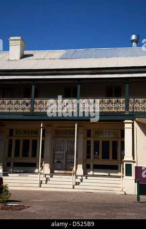 Steps leading to one of the many historic hotels found in Maryborough Queensland Australia - Stockfoto