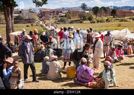 Madagascar, Ambositra, Marche Sandrandahy market, customers resting - Stock Photo