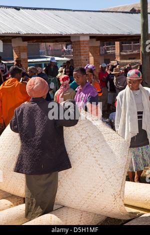 Madagascar, Ambositra, Marche Sandrandahy market, customer at woven matting stall - Stock Photo