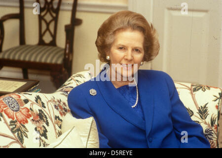 Archive: Margaret Thatcher died today 8th April 2013. Mrs Maggie Margaret Thatcher 1983 in her top floor, Downing - Stockfoto