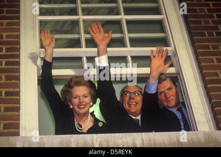 Archive: Margaret Thatcher died today 8th April 2013. Mrs Margaret Thatcher, Denis Thatcher, Cecil Parkinson, winning - Stockfoto