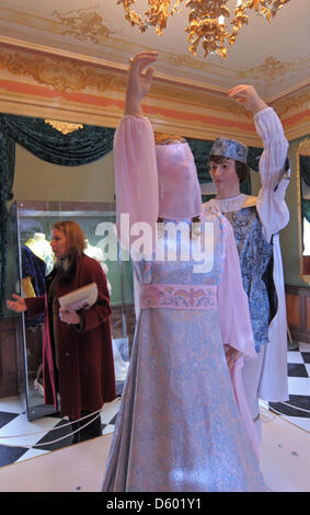 The figures of the prince and Cinderella stand in the original filming location of the cult film 'Three Wishes for - Stock Photo