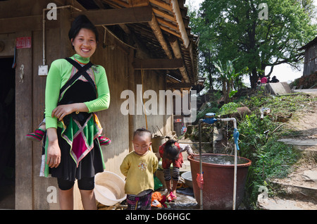 Mother and Child at their home in the Congjiang Basha Miao Village - Stock Photo