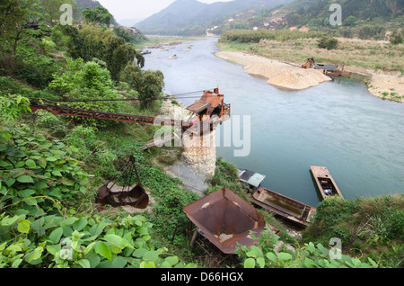 Gravel Dredging Crane on the banks of the Duliu River, Guizhou, China - Stock Photo