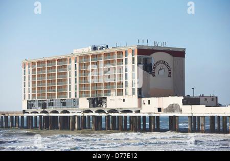 uss flagship hotel on pleasure pier destroyed by hurricane. Black Bedroom Furniture Sets. Home Design Ideas