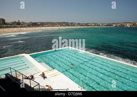 pool of Bondi Icebergs Winter Swimming Club and famous Bondi Beach in Bondi, Sydney, New South Wales, Australia - Stockfoto
