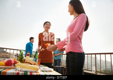 Group of Friends Having a Barbeque on a Rooftop - Stockfoto