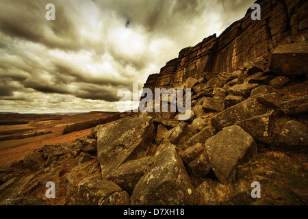 rock cliffs stanage edge derbyshire peak district - Stock Photo