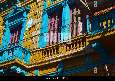 the colorful streets of the Camineta area of La Boca, Buenos Aires, Argentina - Stockfoto