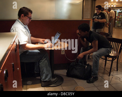 Men using wi fi at a Starbuck's in Grand Central Station, New York, NY, USA, May 22, 2013, © Katharine Andriotis - Stock Photo