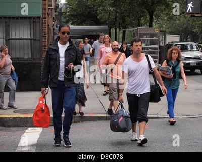 New Yorkers crossing Park Avenue at E. 86th Street, New York, NY, USA, May 22, 2013, © Katharine Andriotis - Stock Photo