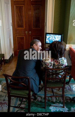 US President Barack Obama and First Lady Michelle Obama talk in the Green Room of the White House before being introduced - Stock Photo