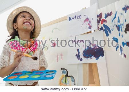 Girl pretending to be artist - Stockfoto