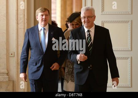 Stuttgart, Germany. 4th June, 2013. Premier of Baden-Wuerttemberg Winfried Kretschmann (R) leads Dutch King Willem - Stock Photo