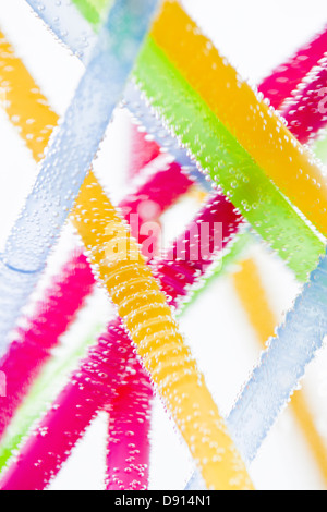 Studio shot of colorful drinking straws in water - Stockfoto