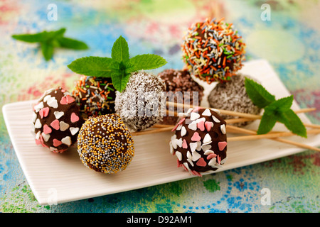 Chocolate cake pops. Recipe available. - Stockfoto