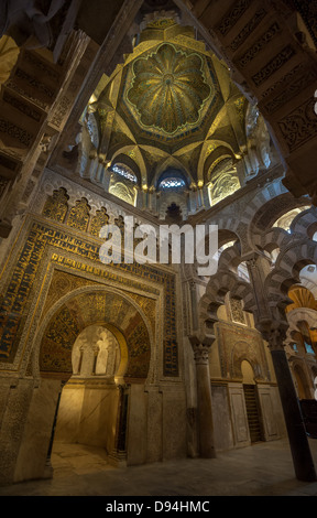 The great mosque of cordoba mezquita interior spain for Mezquita de cordoba interior