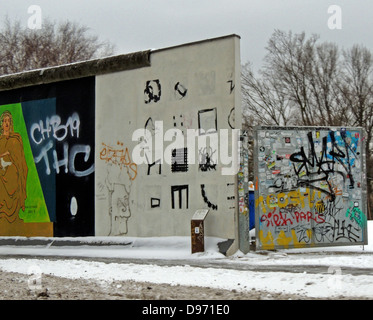 The Berlin Wall 1961-1989. Graffiti on the remaining section of the Wall. The barrier constructed by East Germany - Stockfoto