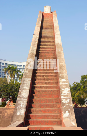 Low angle view of a giant sundial, Jantar Mantar, New Delhi, India - Stockfoto