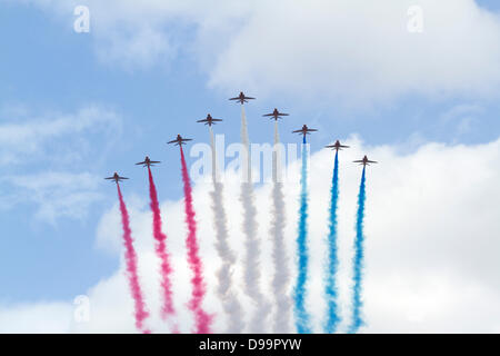 London, UK. 15th June 2013. Red Arrows  perform a flypast on the Queen's official birthday Credit:  amer ghazzal/Alamy - Stock Photo
