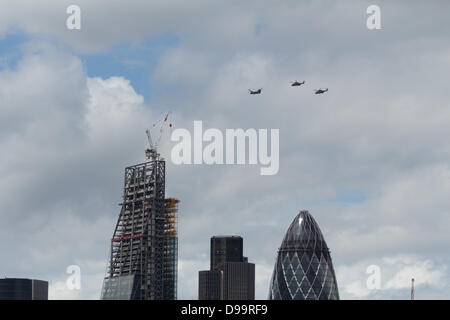 London, UK. 15th June 2013. The Red Arrows flypast to celebrate The Queen of England's official birthday Credit: - Stock Photo