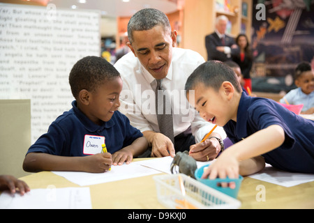 US President Barack Obama participates in a literacy lesson with students while visiting a pre-kindergarten classroom - Stock Photo