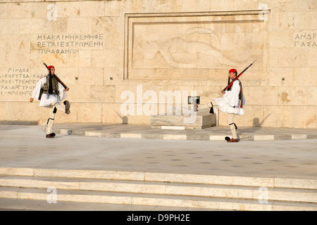 Ceremony of changing Evzones (presidential guards) dressed in traditional Greek uniform near Greece Parliament building, - Stockfoto
