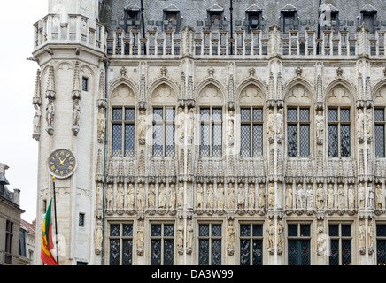 Detail of the front exterior of the Town Hall (Hotel de Ville) in the Grand Place, Brussels. Originally the city's - Stock Photo