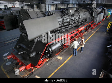 (dpa FILE) - An archive picture, dated 30 August 2011, shows the historic express locomotive model 03 1090 at the - Stock Photo