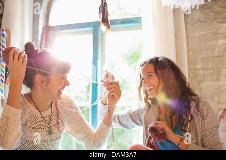 Women playing with yarn together - Stockfoto