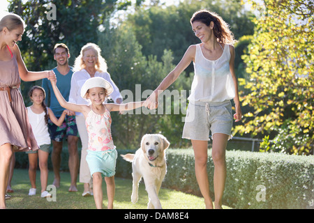 Family walking together in park - Stockfoto