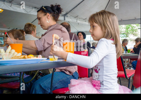 Mother and young daughter in ballet dress dine at Phyllis's Cafe and Salmon Bake restaurant, Anchorage, Alaska, - Stock Photo