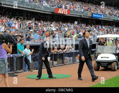 The Bronx, New York, USA. 28th , 2013. Hideki Matsui MLB : Hideki Matsui enters the field for his official retirement - Stock Photo