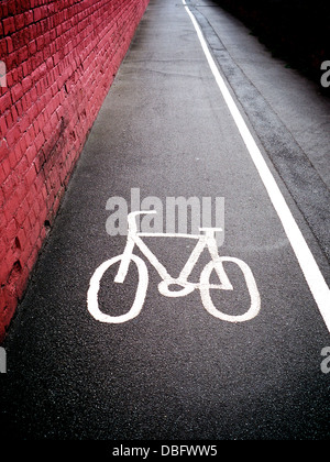 Cycle path symbol on a British sidewalk pavement with a solid white line separating the cycle path from the pedestrian - Stockfoto