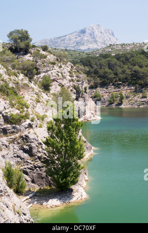 lac zola with mont sainte victoire in the background le tholonet stock photo royalty free. Black Bedroom Furniture Sets. Home Design Ideas