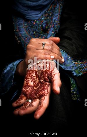 Mehendi, henna on bride's hand - Stockfoto
