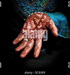 Henna, mehendi on a bride's hand - fun square - Stockfoto
