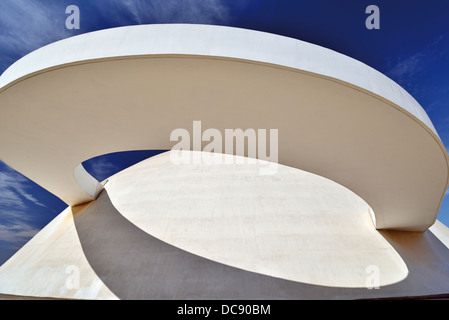 Brazil, Brasilia: Architectonical detail of the National Museum Honestino Guimaraes designed by Oscar Niemeyer - Stock Photo