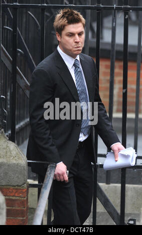 Garry Flitcroft arrives to give evidence at The Leveson Inquiry at The Royal Courts of Justice on November 22, 2011 - Stock Photo