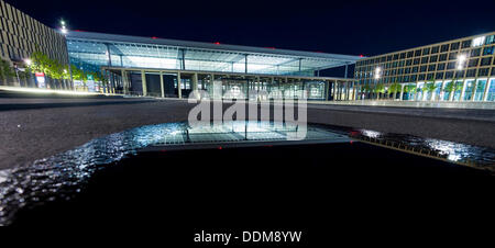 how to get to schonefeld airport at night