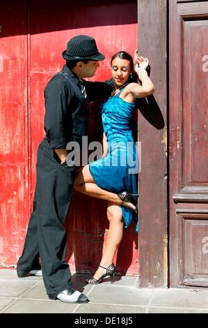 Tango dancers, La Boca district, Buenos Aires, Argentina, South America - Stockfoto