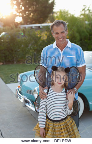 Father standing with daughter in fairy wings - Stockfoto