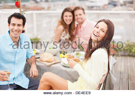 Laughing friends drinking Champagne at outdoor party - Stockfoto